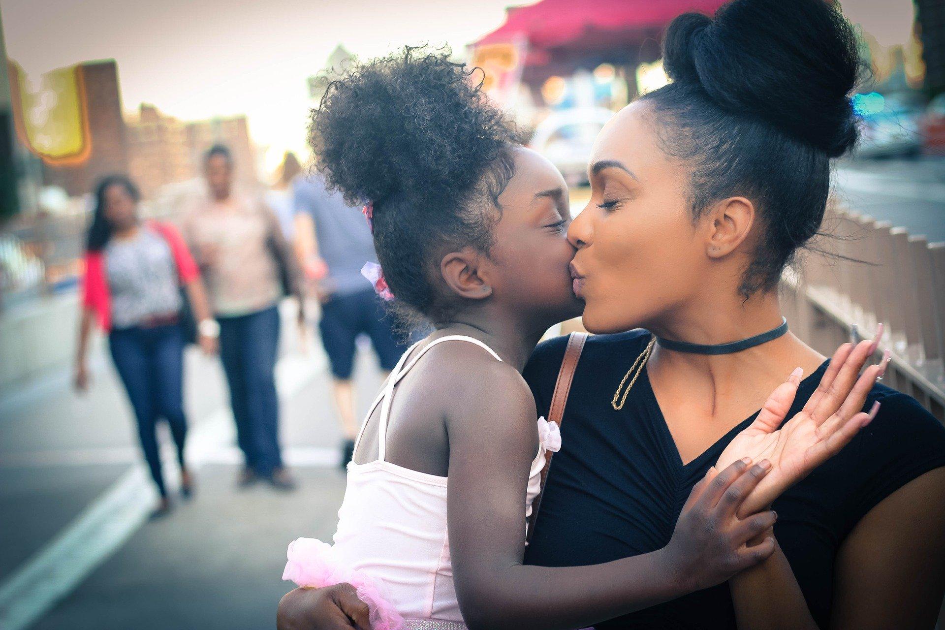 Crianças que têm as tias presentes vivem uma infância mais feliz