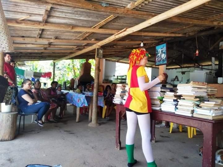 O município de Guaçuí – ES doa 200 livros para biblioteca em Comunidade Quilombola