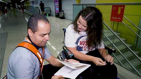 Condutor do metrô inspira jovem a publicar livro sobre gentileza