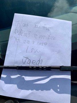 Crianças deixam bilhetes para funcionários de hospital