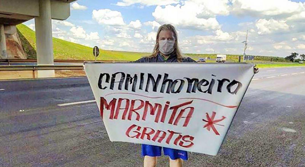 Brasileiro se veste de Thor e faz doação de marmitas para caminhoneiros na estrada