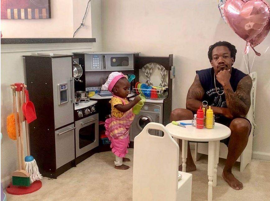 """Papai Babão faz resenha sobre """"restaurante"""" da filha e post viraliza"""