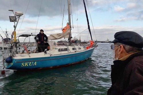 Com voos cancelados, homem navega sozinho por 85 dias entre Portugal e Argentina para rever os pais.