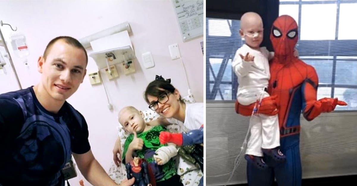 """Papai se veste de Homem-Aranha para comemorar o transplante de sucesso de seu filho. """"O doador fui eu"""", conta."""