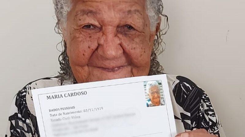 Idosa de 101 anos entrega currículo em empresa do interior de SP e caso viraliza na web: 'Para ajudar um pouco'