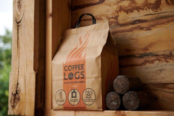 Startup britânica transforma pó de café usado em lenha