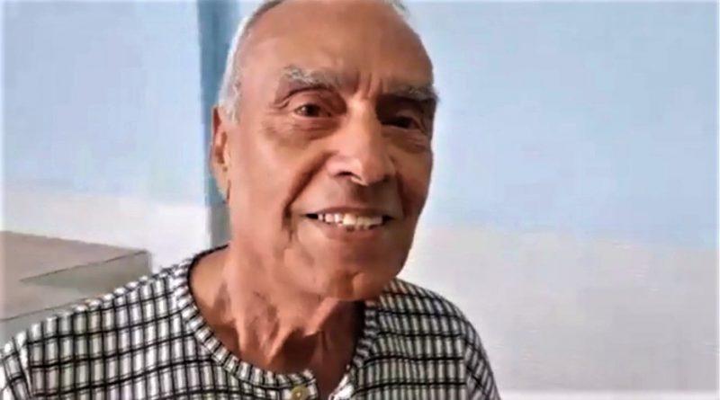 Exemplo de vitalidade: Idoso de 85 anos comemora aniversário jogando futebol em Guarapari