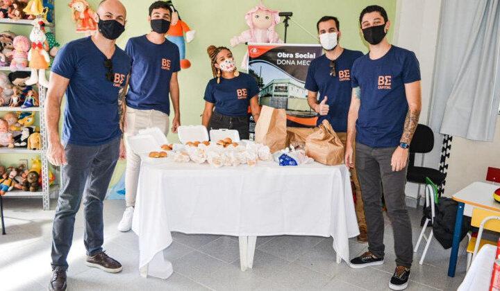 Crianças com deficiência ganham festa do hambúrguer em ONG